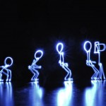 Light painting illustrant l'évolution de l'homme